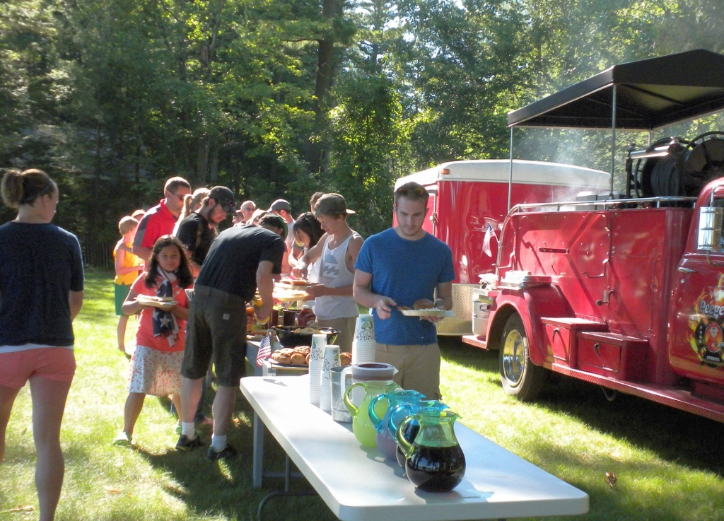 family_get_together_catering_traverse_city_peegeos_outdoor